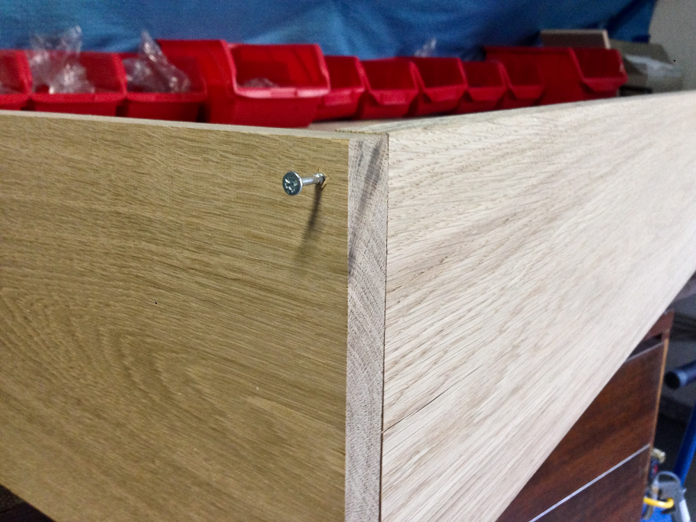 nicht ganz festschrauben dann kann noch ausgerichtet werden. Black Bedroom Furniture Sets. Home Design Ideas