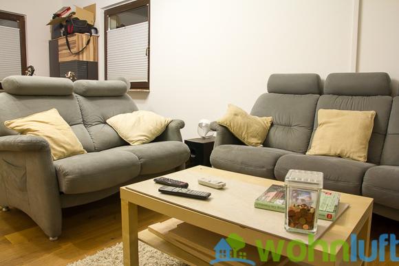 Und nochmal von der Terasse zum Fenster: Das Sofa