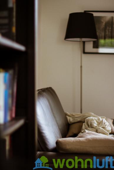 Egal ob 'aufgeräumt' oder nicht: Das Sofa mit Kissen und Plait macht immer eine gute Figur