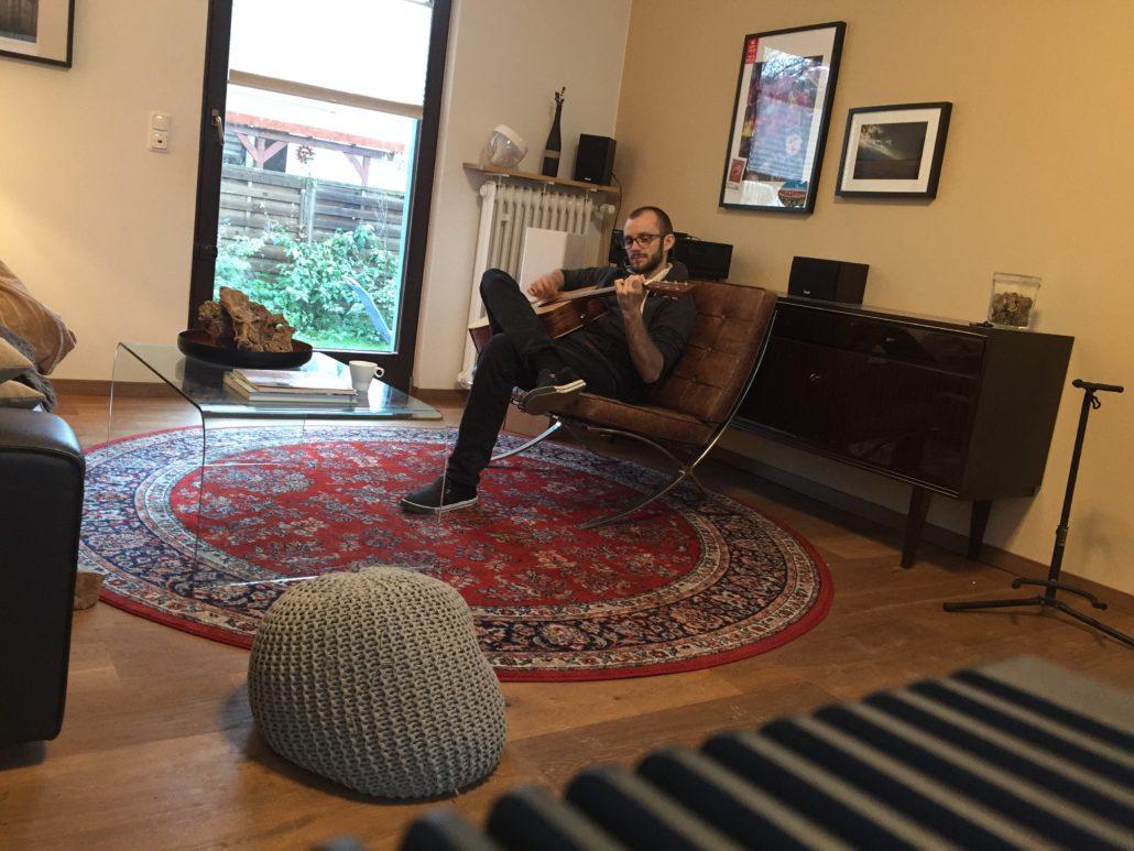 beamer statt fernseher im wohnzimmer. Black Bedroom Furniture Sets. Home Design Ideas